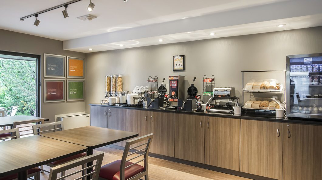 Comfort Inn Airport East Ancienne-Lorette - Stay and Park package